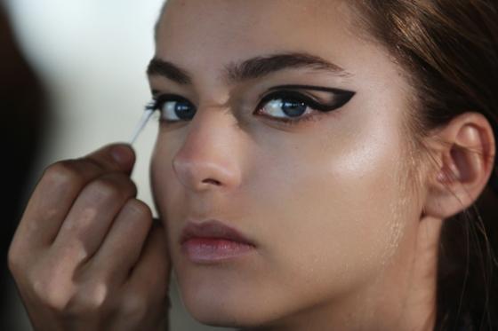 (PFW: Haidar Ackerman SS'14 Eyeliner Trend)