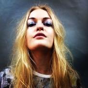 (Model: Gabby Peeters, Stylist: Sophie Antropik)